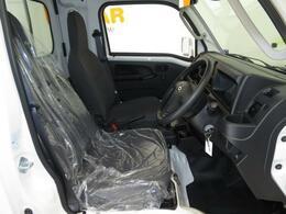 運転席側からのシート及び足元空間状況