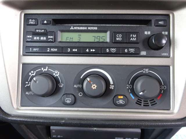 オーディオ・エアコン画像です。CD・AM・FMラジオが使えます。