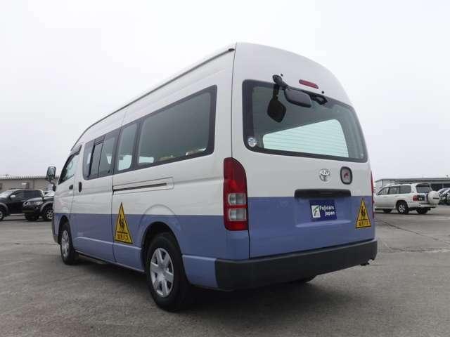 幼児バスのカラーは青・白のツートン!可愛い幼児バス乗車定員大人4名幼児18名