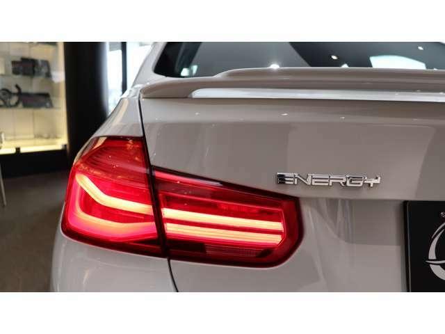 新品エナジーモータースポーツの各種パーツを、自社認証工場で装着したエナジーコンプリートカーを多数展示しています。