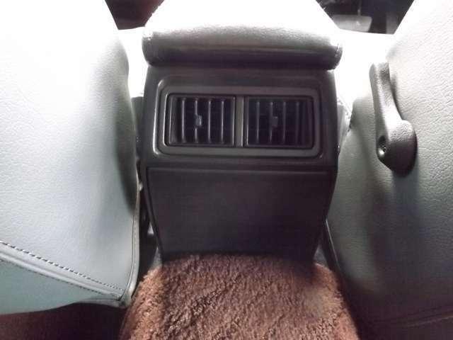 ★後席の方も快適なリアエアコンも搭載しております♪