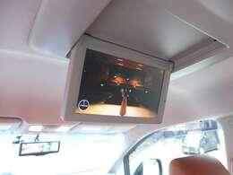 搭乗者全員が楽しめるフリップダウンモニターも御座います。