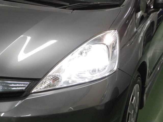 HIDライトは夜道を明るく照らし夜間走行の精神的負担を和らげてくれます。これで夜道も安心して運転できますね♪