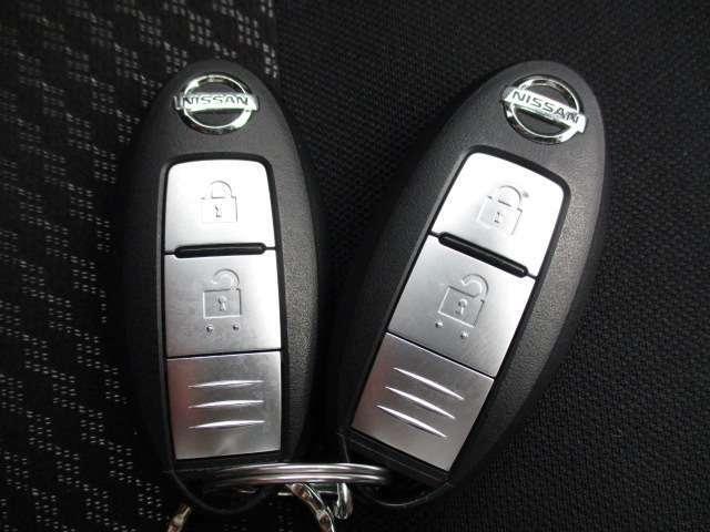 インテリジェントキーです。携帯するだけでキーを取り出すことなく全ドアの施錠・解錠やエンジンの始動ができます。