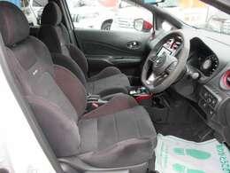 専用スポーツシート♪ 程よいホールド性が運転を楽しくさせてくれます♪