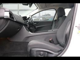 電動ドライバーズシート(ランバーサポート付き)運転席(メモリー機能付き)イルミネーション付きデュアルサンバイザー、シート-ジェット、フェイシア-ジェット/ジェット、自動防眩リアビューミラー