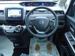 サポカー補助金対象車!65才以上の方がご購入で4万円の補助金が頂けます!見ても触れても心地よいシートファブリックやぬくもりを感じるリアルな木目調パネルを採用!