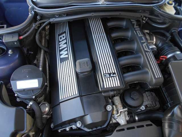E46型の後期となるB3Sに搭載されるエンジンのベースは北米仕様にのみ搭載されたE36 M3のエンジンに更なる改良を加えられた3.4L直列6気筒DOHCエンジンで315ps/36.5kg・mを発揮します。