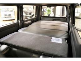 【室内空間】ベッドキット取り付けにより車中泊仕様にすることも可能!