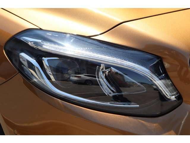 インテリジェントLEDヘッドライトで明るいですよ!!オートマチックハイビームもついております!!