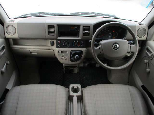 外装は、入庫の時点で隅々まで一度仕上てあります。お車を永く綺麗にお乗り頂く為に、ガラスの膜でラッピングをする様な特殊ガラス系ボディコーティングも取り扱いが御座いますので、お気軽にお声かけください。