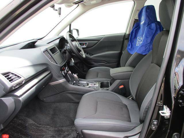 助手席シートも乗り降りがしやすくすわり心地のいいシートですよ!