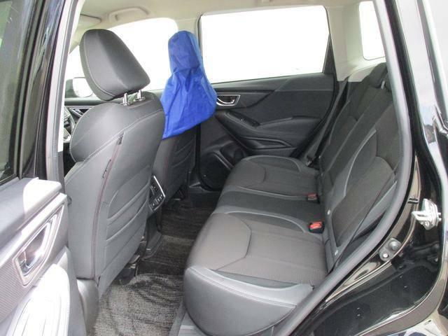 後席もリクライニングが可能です、実際に座ってお確かめ下さい。