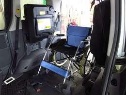 ★車いす固定装置装備!前方は電動ウインチで固定、後方は固定装置でしっかり・安全に固定できます★