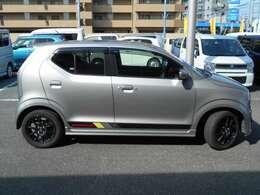 車体色はシルバーメタリックです。大人気色・お手入れしやすいお色です。