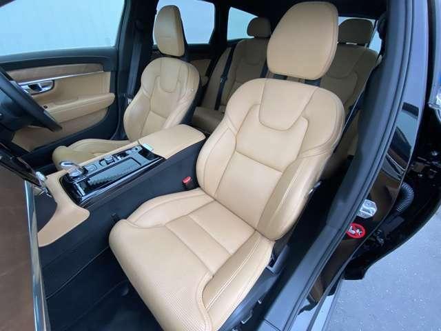 運転席、助手席共にパワーシート、マッサージ機能、シートヒーター、シートクーラーを装備