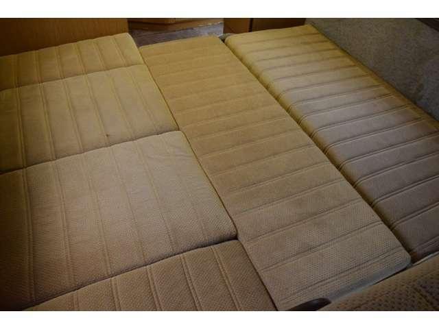 シートを展開することでベッドルームとして使用可能です。