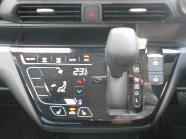 オートエアコン!おおきなアイコンでタッチしやすく、風量もダイレクトチョイスできます!空調管理はクルマ任せで、運転を楽しみましょ♪