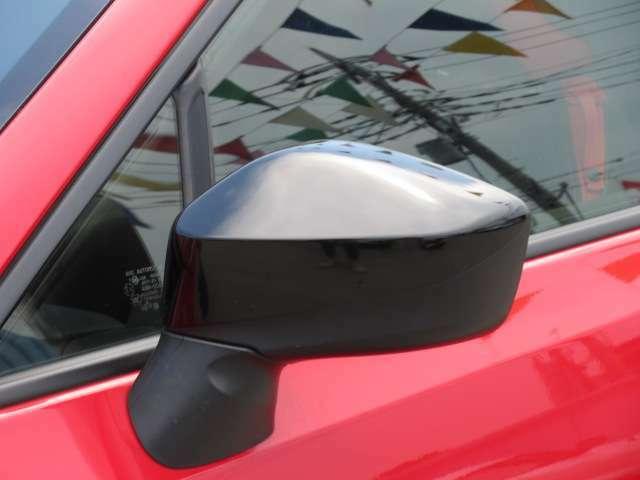 グレード専用ドアミラー付き♪ ボディカラ―に合わせたブラックカラーで引き締まりますね♪