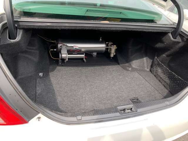 純正エアサスハイスピード化、メーターやスイッチ類はイデアル新品取り付けしています。