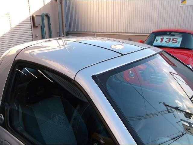 スバル車では初のサッシュレスドアが採用されました。着脱式のハードトップが採用されてます♪
