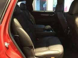 マツダ車のシートは人間工学に基づき設計されています。人の骨盤を支える様にシート内部の素材を研究し開発されていますのでロングドライブでも疲労を感じにくいのが特徴です☆