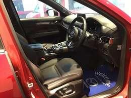 全席本革をあしらった高級仕様です☆また運転席はメモリー機能付きの電動シートです☆