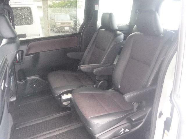 7人乗りのセカンドシートにキャプテンシートを採用。リビングのようにくつろげます。