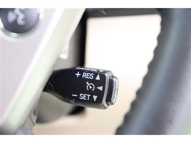 【クルーズコントロール搭載車】です。設定した速度を維持してくれるのでアクセルペダルを踏み続けることなくセットした一定速度を維持します。運転者の疲労軽減に貢献しますよ!
