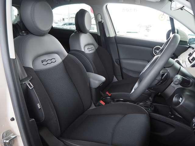 運転席も広々としており運転しやすい環境を実現しています☆
