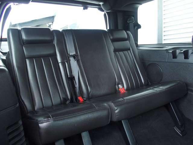 サードシートは電動格納機能付です