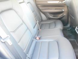 後部座席も開口が広く乗降性も良好です!