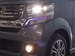 ディスチャージヘッドライトとフォグライトが暗い夜道のドライブを明るくサポートします。