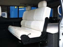 2列目にベンチシートを搭載し前向き・後ろ向き・フルフラットとマルチなシート展開が可能です☆【前向きパターン】