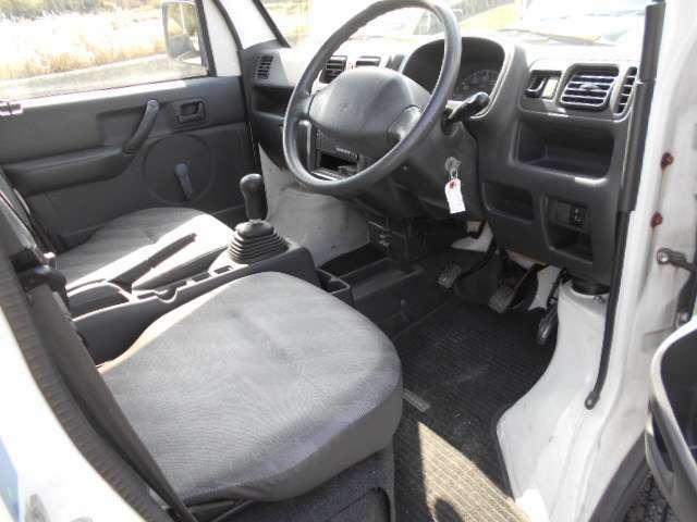こちら運転席のシートとなっております。破れやタバコ穴など気になると思いますが、こちら破れやタバコ穴は御座いません。しっかりと納車前にシートクリーニングを実施。※定年劣化の使用感は御座います。