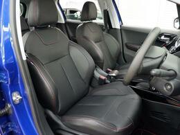 大きく張り出したサイドサポートで高いホールド性を持ったフロントシート。