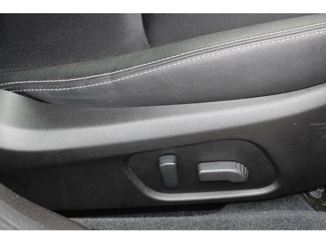 運転席&助手席8ウェイシート。シートリフター、前チルト、前後スライド、リクライニングの調整を電動化。適切なシートポジションを提供します。