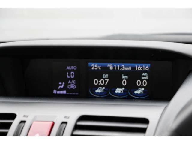 マルチファンクションディスプレイ。各種の燃費情報など、車両の様々な情報を6.3インチの大型ディスプレイに表示。