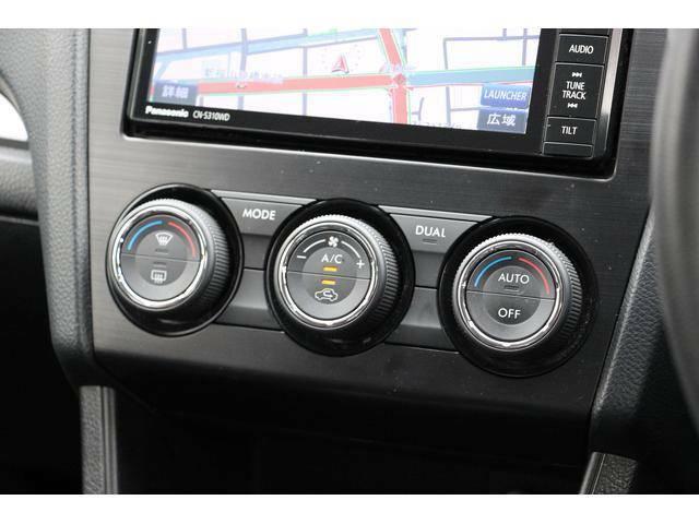 左右独立温度調整機能付きフルオートエアコン。乗る人それぞれの体調や温感の違いに合わせて運転席・助手席で別々の温度設定が可能。