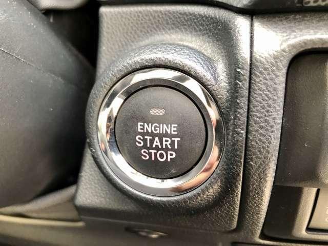 【プッシュスタート】ボタンを押すだけでエンジンが始動します