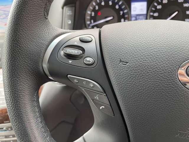 【スイッチ類】ハンドルにオーディオの音量調節等が出来るハンドルスイッチが付いているんです!視線がそのままでハンドルでの操作が可能です☆