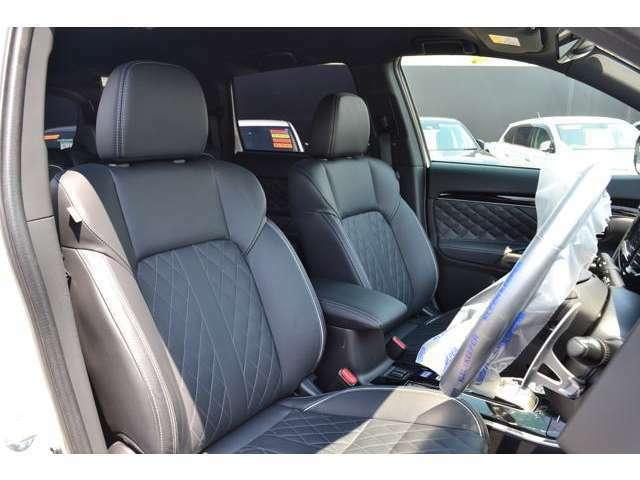純正レザーシート仕様両席シートヒーター付きフロントシート