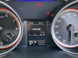 走行は3,221km。メーター内のインフォメーションディスプレーは燃費計やシフト位置などなど、色んな情報を提供致します。