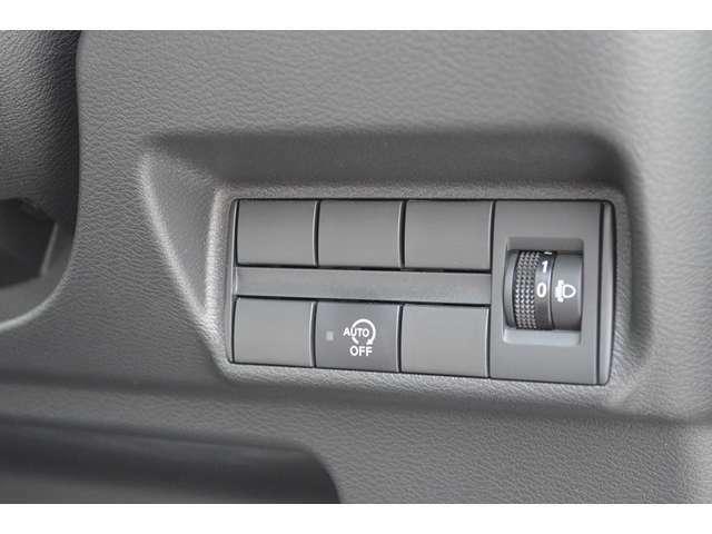 【アイドリングストップ】信号待ちなどで自動でエンジンストップ、走り出すときもスムーズにエンジン始動します。