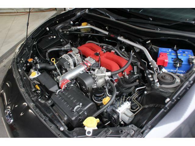 【エンジンルーム】FA20型水平対向エンジンがもたらす「低重心」はBRZの走りを特徴付けるポイント!このエンジンをなるべく低く、なるべく中央寄りにマウントしFRで駆動する、それがBRZです!