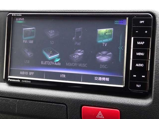 パナソニックSDナビゲーション(CN-RE03WD)が装備されています。DVDビデオ+フルセグTVの視聴が可能です。Bluetooth対応です。