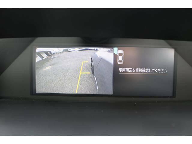 自車の助手席前方の様子が確認可能。狭い道への進入やすれ違い、道路側への幅寄せ駐車、壁直前での駐車などを、より安心して行うことができます。