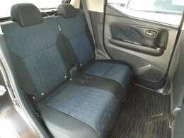 後席も充分な広さで長身な方でも充分な広さです