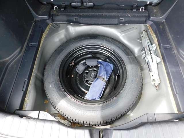 あると安心のスペアタイヤもトランクフロアにございます!カー用品のお取付もご相談ください!