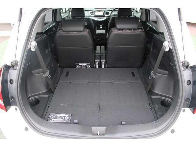 ◆簡単に収納できる後部座席!大空間が出現します!シートアレンジが多彩な点もHONDAの特徴です!レジャー用品も積み込めます!